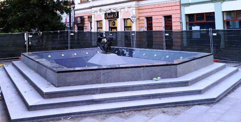 Fontana u Brčkom je obnovljena. Fontana mladosti popularna Ribica